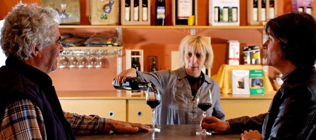 Accueil et Dégustation dans au magasin du vignoble du Domaine du Siorac